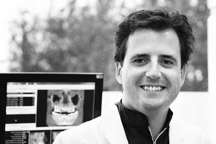 Dr. Víctor Begara: «Las técnicas de los implantes se desarrollan tanto en lo funcional como en lo estético».